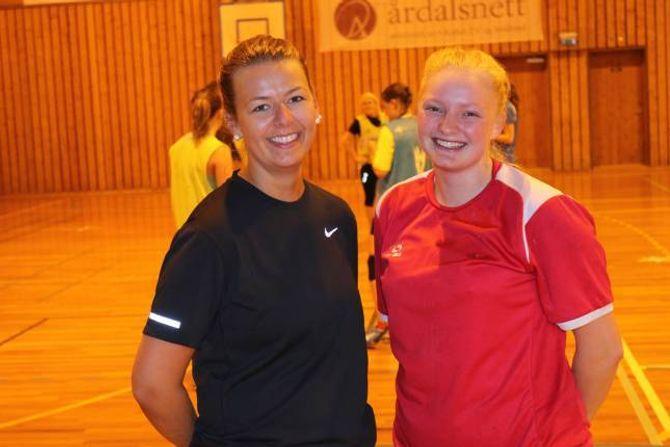 SPENNANDE: Kristina Furebotn og Vanja Thomassen Øren er spente før kampen mot Førde 2 søndag.