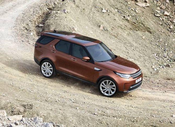 SLANKA SEG: Den nye Land Rover Discovery er nesten eit halvt tonn lettare enn utgåva den erstatta.