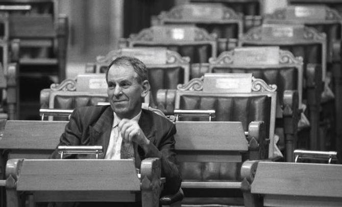 Tidlegare statsråd Kjell Opseth landa 40 år med debatt då Stortinget 8. oktober 1992 vedtok å leggja den nye hovudflyplassen til Gardermoen. Her frå éin av debattane om temaet i Stortinget.