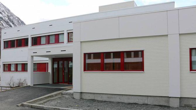 EIT ÅR GAMALT: Under eit år etter at helsehuset i Årdal stod ferdig må det endringar til for å få plass til eventuelt fleire legar. Arkiv