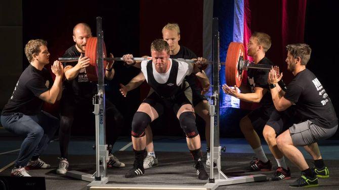 EM-KRAV: Inge Audun Kjobergløfta til saman 655 kilo i dei tre teknikkane underNM i styrkeløft utstyrsfritt og var dermed akkurat innanfor kravet til junior-EM.