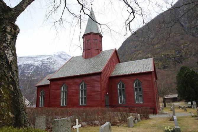 VERNEVERDIG: Tønjum kyrkje er bygd i 1832. Preikestolen vart montert i kyrkja nokre år seinare, fortel Audun Mo.