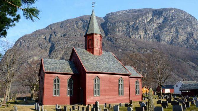 TØNJUM: Tønjum kyrkje i Lærdal er bygd i 1832.