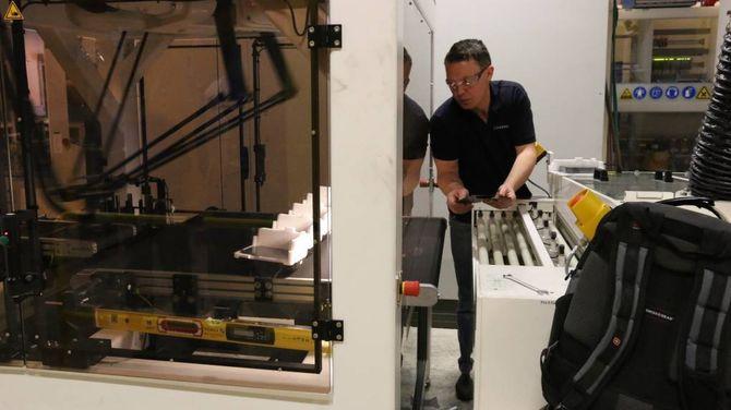 STØRRE UTBYTTE: Denne roboten vil gjere at utbyttet blir større og at ein får fleire waferar heilskinna gjennom.