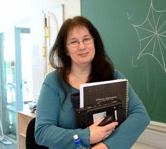 STARTAR TIDLEG: Astrid Brørs, lærar og IT-ansvarleg ved Lærdalsøyri skule har undervisning i nettvett for 1. til 10. klasse.