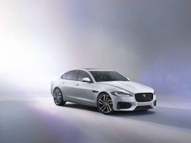 LETT: Med den nye XF-en siktar Jaguar seg inn på bilar som Audi A6, BMW 5-serie og Mercedes E-klasse.