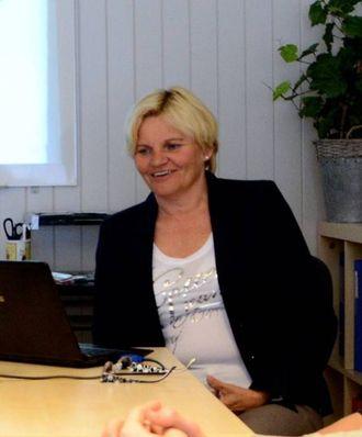 TRAFIKKTRYGGLEIK: Marit Elisabeth Høgheim underviser om risiko ein utsett seg for som sjåfør.