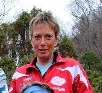 GLER SEG: Bjørghild Holien, leiar for Friidrettsgruppa i Lærdal IL ser fram til søndagens løp og håpar mange tek turen.