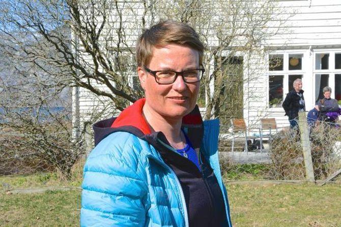 SYNFARING: Klima- og miljøminister Tine Sundtoft (H) fekk sjølv sjå områda der jerven herja i 2014 og høyre frå bønder som er ramma av rovdyra.