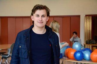 HÅPAR MANGE KJEM: Christian Rasmussen,klasserepresentant forservice og samferdlei komiteen for det internasjonale arbeidet.