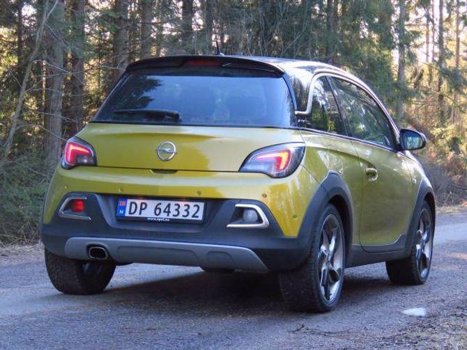 HØGARE BAKKEKLARING: Opel Adam Rocks er heva 15 millimeter samanlikna med ein standard Adam.