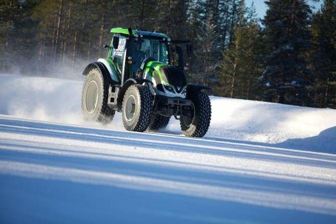 KJAPP: Ny verdsrekord i fart for traktor på 130,165 kilometer i timen.