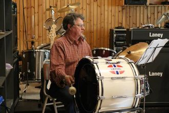 LANG FARTSTID: Erlind Arvid Hovland, eller Elle, har vore med i musikklaget i 41 år.