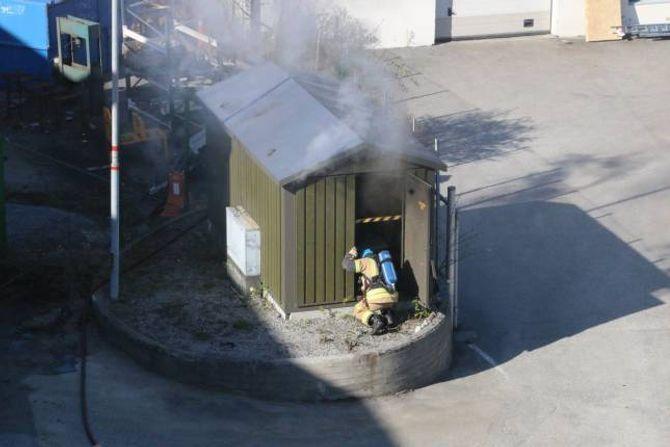 RASKT SLØKT: Brannvesenet var raskt på plass og fekk sløkt brannen i laupet av kort tid.
