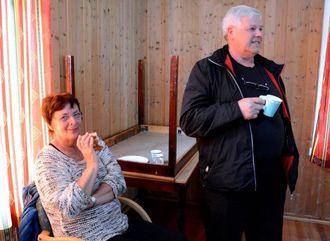 HÅPAR NETTET BLIR BETRE; Marta og Kjell Natvik under møtet på Ungdomshuset i Vikadalen tysdag.