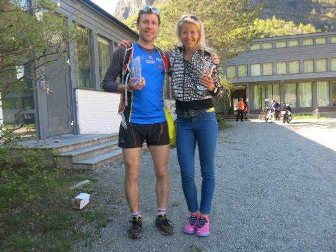 RASKASTE MANN OG KVINNE:Stian Hovind-Angermund, frå klubben Varegg i Bergen, ogTherese Sjursen, frå Bergen Løpeklubb, etter premieutdelinga.