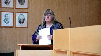 FLYTANDE PLAN: Bente Øien Hauge (uavhengig representant)peikar på fleire svakheiter ved informasjonsplanen for kommunen.
