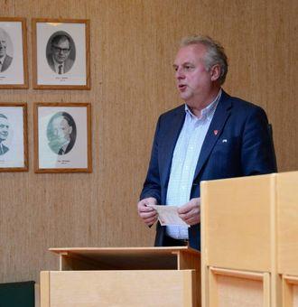 NØGD: Jan Geir Solheim, ordførar i Lærdal, seier Statens vegvesen tilråding om aust-vest samband vil gjera Lærdal til eit knutepunkt.