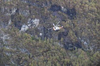 HELIKOPTER: Laurdag vart også eit Seaking-helikopter nytta i leiteaksjonen.