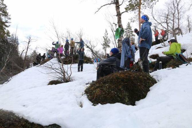 IMPONERTE: Dei rundt 50 personane som tok turen til toppen av Vettismorki fekk mykje att for den tunge turen opp.