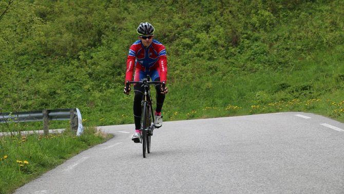 LAGSPORT: Kinserdal trenar mest åleine, men sykkel er ein lagsport, og det synest han er interessant når han ser korleis lagkameratane hjelper kvarandre fram.