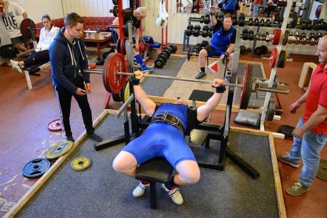 STARTA TUNGT: Jan Åge Øy starta på 170 kg i benkpress.
