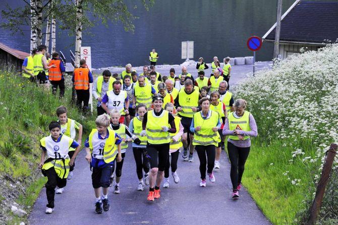 VED START: Løypa går frå fjord, gjennom ein tunnel og til fjells. Løypa er 7,3 km med ein høgdeskilnad på 730 meter.