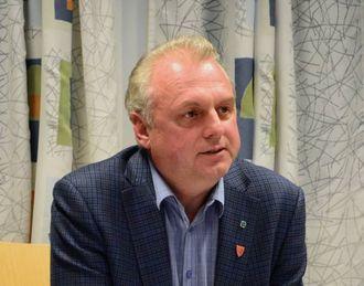 – MÅ FÅ INFORMASJON: Ordførar i Lærdal, Jan Geir Solheim, meiner bilistane bør få informasjon om manglande dekning. Arkivfoto