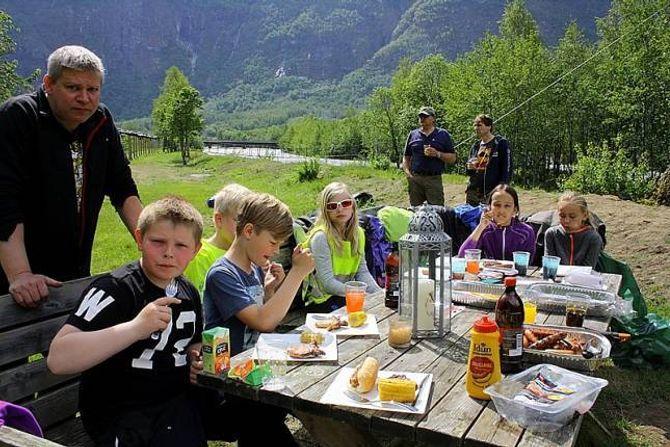 UTEKOS: Grillmaten fall i smak både hjå unge og vaksne.