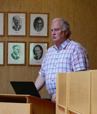 – VIKTIG Å TA DISKUSJONEN: Geir Berge Øverland (Ap) forklarar at grunnen til at rapporten også skisserar opp eigedomar som bør bli seld seinare, er fordi dei krev ein meir grundig vurdering og utgreiing.