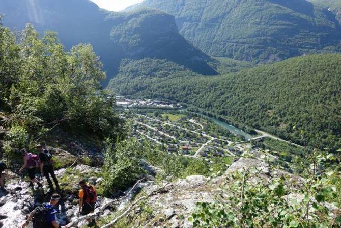 FLOTT UTSIKT: På vegen frå Trondteigen til Bergastølen kunne deltakarane nyte utsikta i finvêret.