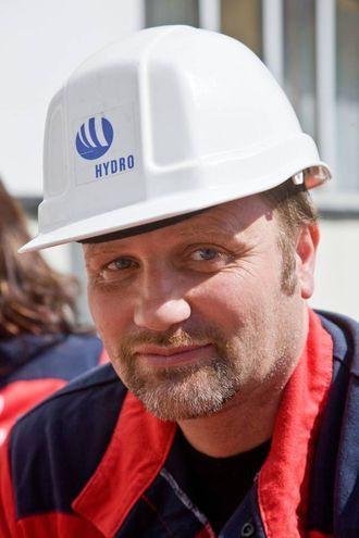 NØGD: Egil Fredriksen, fabrikksjef ved Hydro Årdal. Arkivfoto.