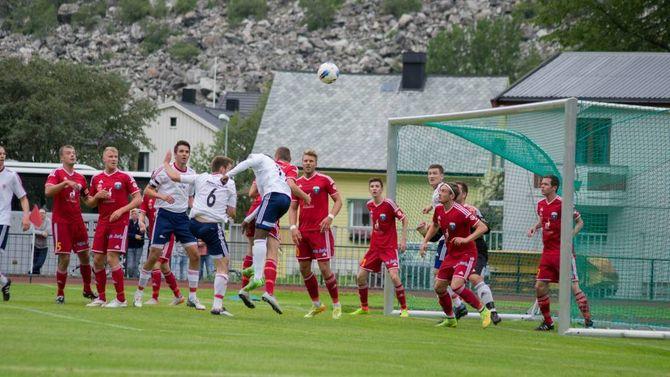 DOMINERTE: Kristiansund FK dominerte på Jotun Stadion i store delar av fyrste omgang.