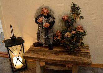 UTLATROLL: Bente Øy har modellert troll med instpirasjon frå Utladalen.