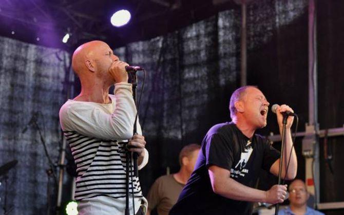 """""""STRUPIS"""": Strupetakarane opnar kveldsshowet under laurdagens Målrock. Frå venstre: Frode Aga og Svein Arne Vee. Arkiv"""