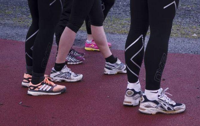 BEHAGELEGE SKO: Tydinga sko har for skadar er sterkt overvurdert, viser fleire store undersøkingar. – Vel ganske enkelt sko som kjennest bra, seier forskar og fysioterapeut Benjamin Clarsen.
