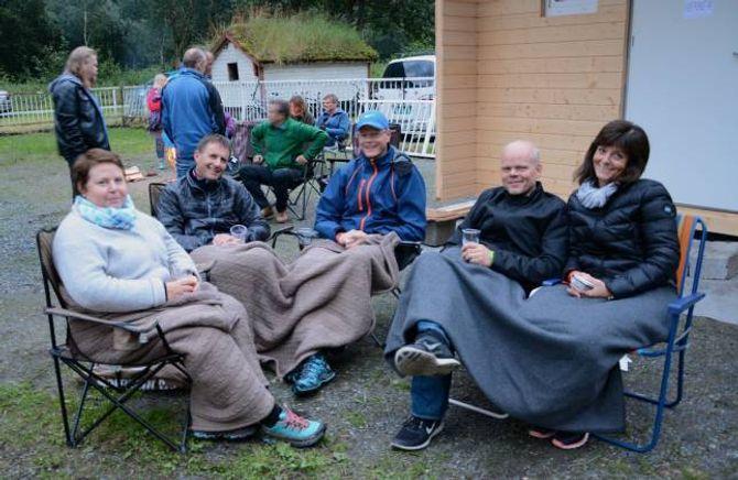 BUDD: Mona Nytun (f.v), Einar Fossøy, Bjørn Inge Morland, Geir Einan og Oddny Karin Børtnes etter konserten med Karl Seglem på Svalheim gard.