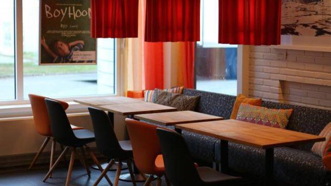 NYTT INTERIØR: Den innerste delen av Utla Café og Bar har fått heilt nytt interiør. Her er éi av sittegruppene.