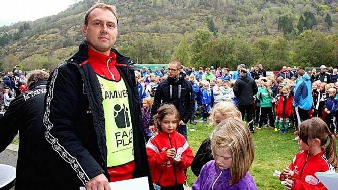NØGD: Arrangøransvarleg Robert Elgåen var nøgd med korleis knøtteturneringa i Lærdal gjekk.