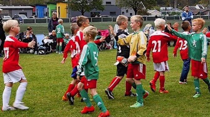HANDHELSTE:Deltakarane viste fair play på knøtteturneringa i Lærdal.