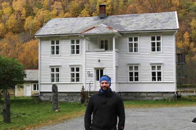 PLANAR: Nystedt fortel til Porten.no at han har store planar for garden fra 1800-talet.