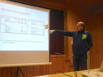 FORSLAG TIL DRIFT: Bjørn Røvik legg fram forslaget til drift av drifstoffanlegget ved Borgund Servicesenter.