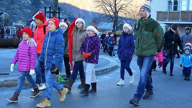 NISSETOG: Tok seg ein runde i sentrum av Lærdalsøyri.
