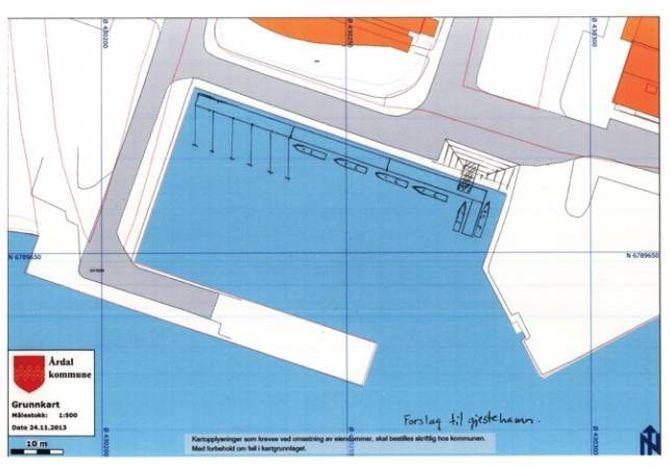 SKISSE OVER GJESTEHAMN: Plassane til høgre er til gjestebåtar og består av to tredjedelar av hamna, mens til venstre er for permanente fortøyingar. Hamna ligg i Meierihopen på Årdalstangen. ILLUSTRASJON