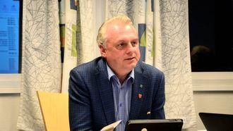 AUKE: Jan Geir Solheim, ordførar i Lærdal, seier dei jobbar stadig med å betra situasjonen. I Lærdal gjekk talet på arbeidsledige noko opp. Arkiv