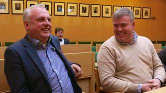 HAR TRUA: Ordførar i Luster, Ivar Kvalen, her i passiar med kollega Jan Geir Solheim i Lærdal, har trua på at Luster vil halda fram med å vere ein del av Sogn kulturskule.