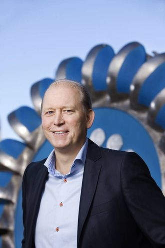 NEGATIV TREND: Direktør for vasskraft i Østfold Energi, Morten Karlsen, fortel om ein negativ trend for kraftprisane.