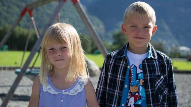 FYRSTE KLASSE: Iris Offerdal Olsen og Vegard Yttri Horge er fyrsteklassingar ved Lærdalsøyri skule.