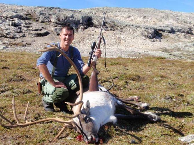 ÅRET RUNDT: Jasmin jaktar året rundt og var nyleg i Alpane der han skaut to gemser.