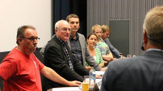 STYRTE SKUTA: Rolf Sanne-Gundersen gjorde ein formidabel jobb som debattleiar og sørga for at alle fekk sleppe til, fekk kritiske spørsmål og gav debatten framdrift.